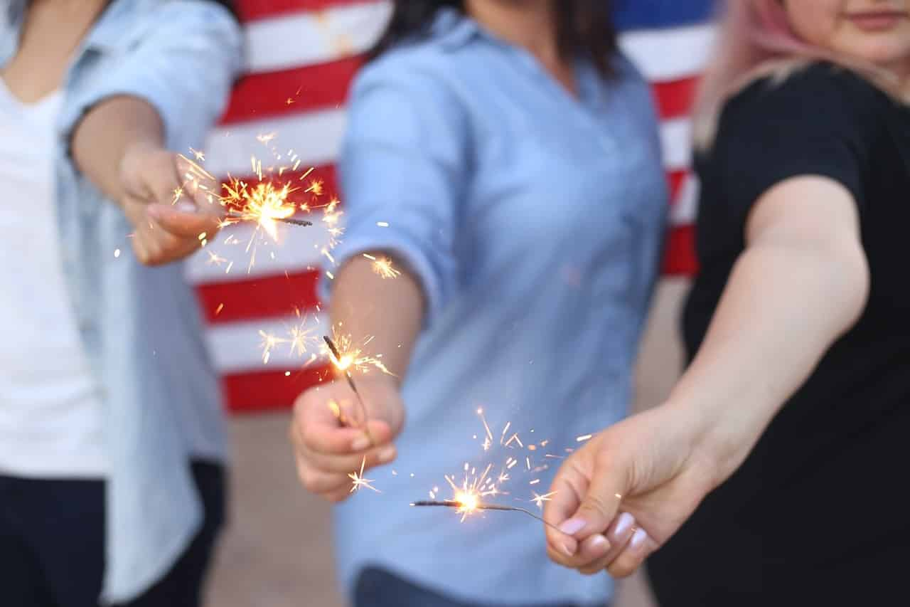 sparklers-4th-of-july-craft-projects-canvasetc